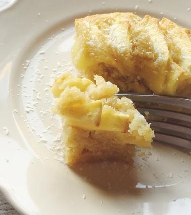 Torta di mele con cocco e yogurt senza lattosio