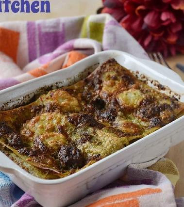 Lasagna al pesto con salsiccia