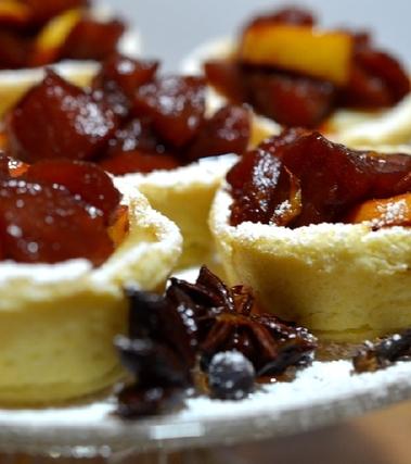 Crostatine alla crema e frutta al vin brulè