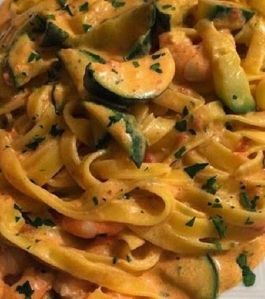 Tagliatelle con zucchine e gamberetti