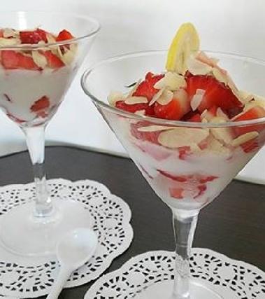 Crema al latte di mandorla e yogurt al limone