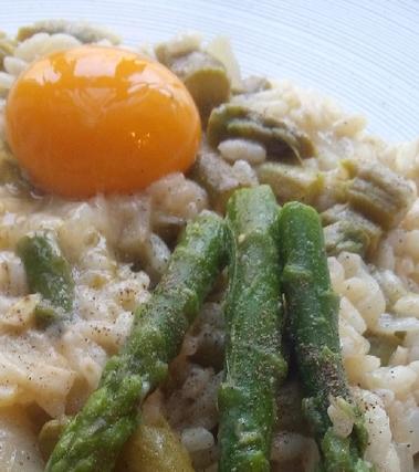 Risotto agli asparagi con uovo cremoso