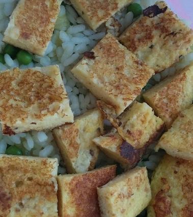 Riso e curry con frittata soffiata