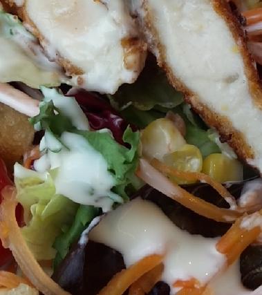 Caesar salad con pollo croccante