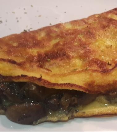 Omelette jamòn e funghi