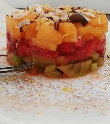 Tartara di frutta fresca alle mandorle e miele