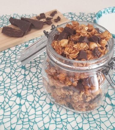 Muesli con nocciole e cioccolato