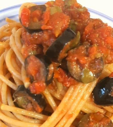 Spaghetti integrali alla puttanesca