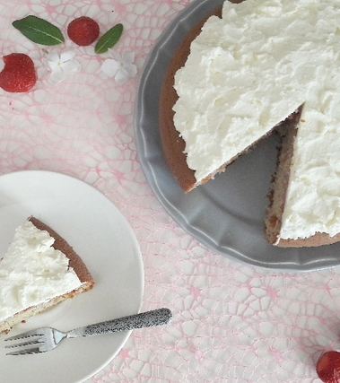 Poke cake panna e fragole