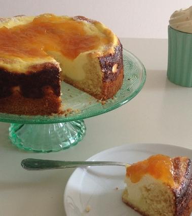 Torta con crema di ricotta e marmellata