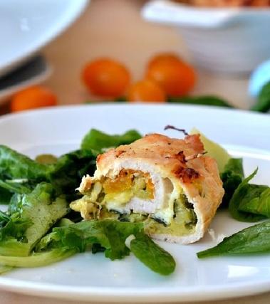 Rotolini di pollo al forno ripieni di zucchine