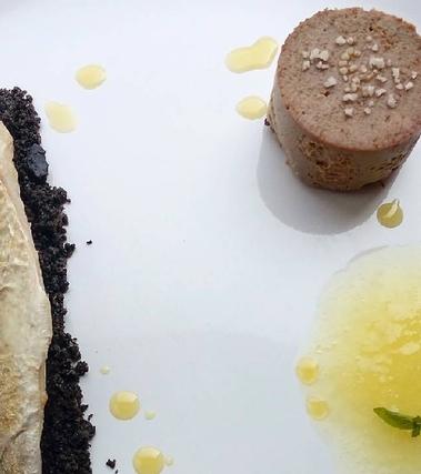 Sgombro, salsa d'ananas e terrina di fegato