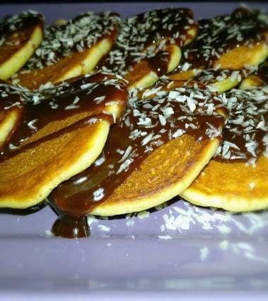 Mini pancakes con salsa alla nutella e cocco