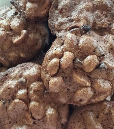 Brutti ma buoni alle arachidi salate e cioccolato
