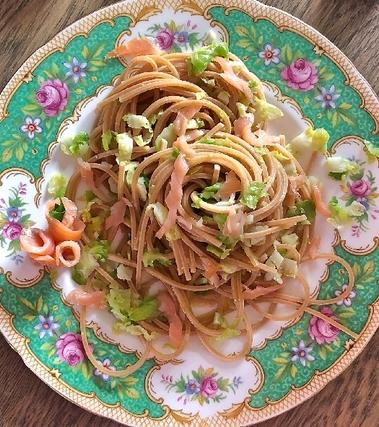 Spaghetti quadrati al salmone, cavolini e castagne