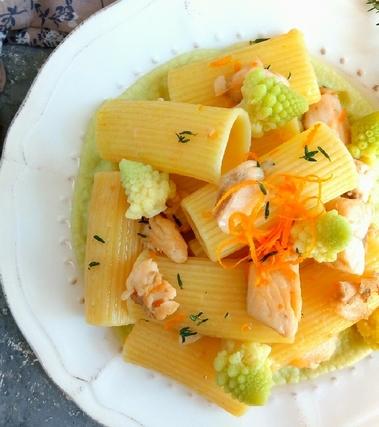 Rigatoni con trota salmonata e broccolo romanesco