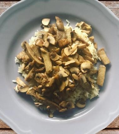 Seitan in padella con funghi e limone