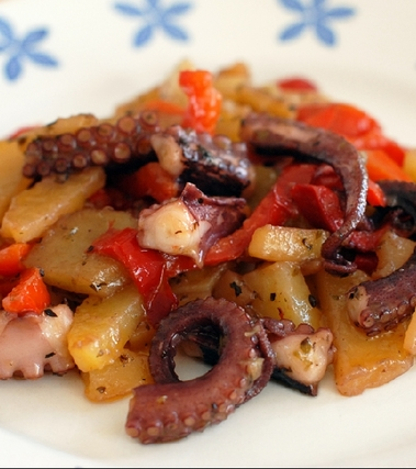 Polpo con peperoni e patate