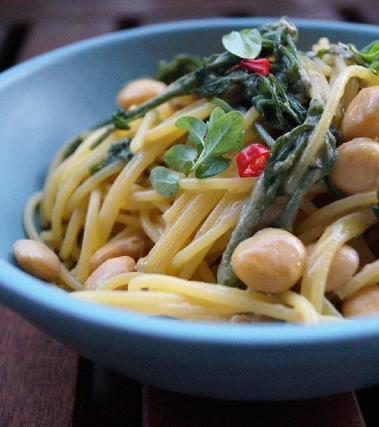 Spaghetti al mais con lupini e vitalba