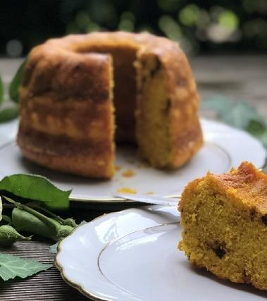 Bundt cake alla curcuma e succo d'arancia