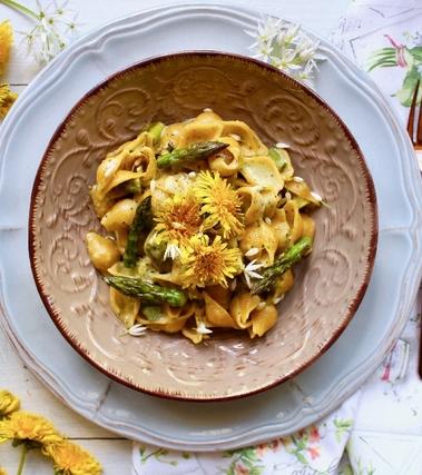 Conchiglie ai fiori di tarassaco e aglio orsino