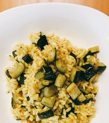 Riso al curry e zucchine