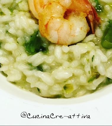 Risotto con asparagi, spinaci e gamberi al curry