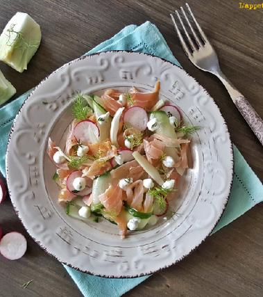 Salmone affumicato con cetrioli e yogurt greco