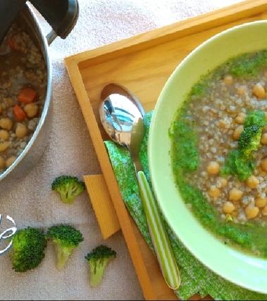 Zuppa di cereali e ceci in crema di broccoli
