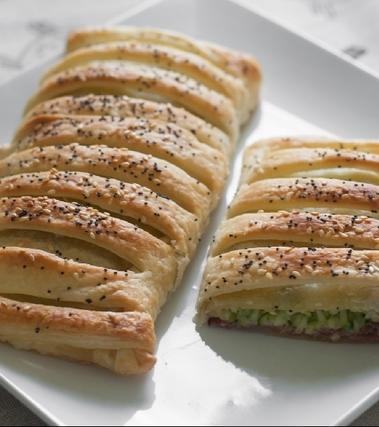 Strudel di zucchine, prosciutto e formaggio