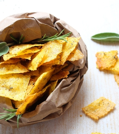 Chips di polenta alle erbe aromatiche