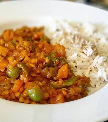Lenticchie al curry con basmati al cardamomo