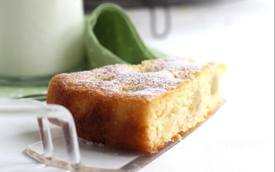 Torta con farina di grano duro, yogurt miele e uva