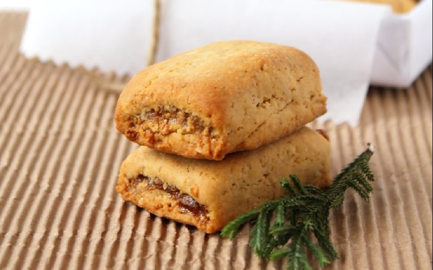 Biscotti ripieni di fichi secchi arance e cannella