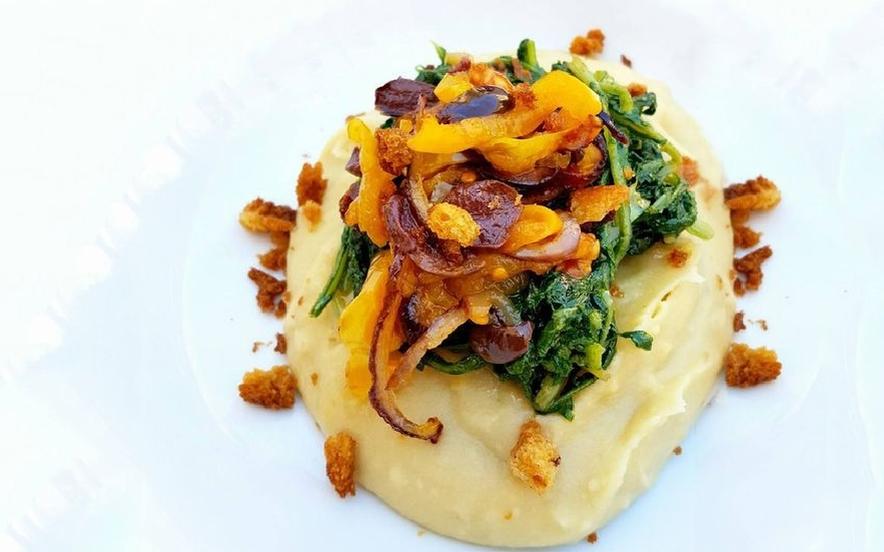 Letto di fave con cipolla e olive leccine