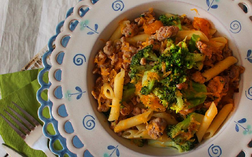 Pennette con broccoli, zucca e salsiccia