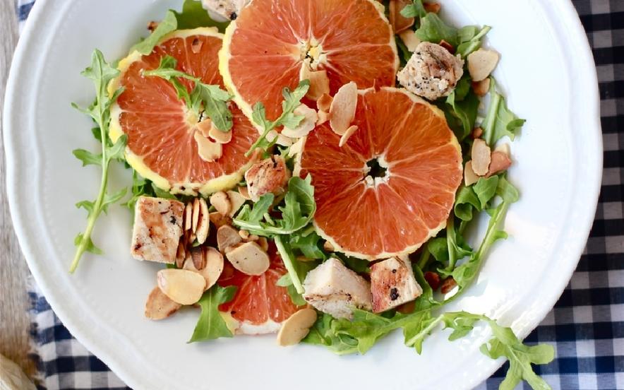 Insalata di arance, pollo e mandorle