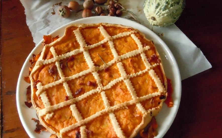 Crostata di zucca salata con pinoli e prosciutto