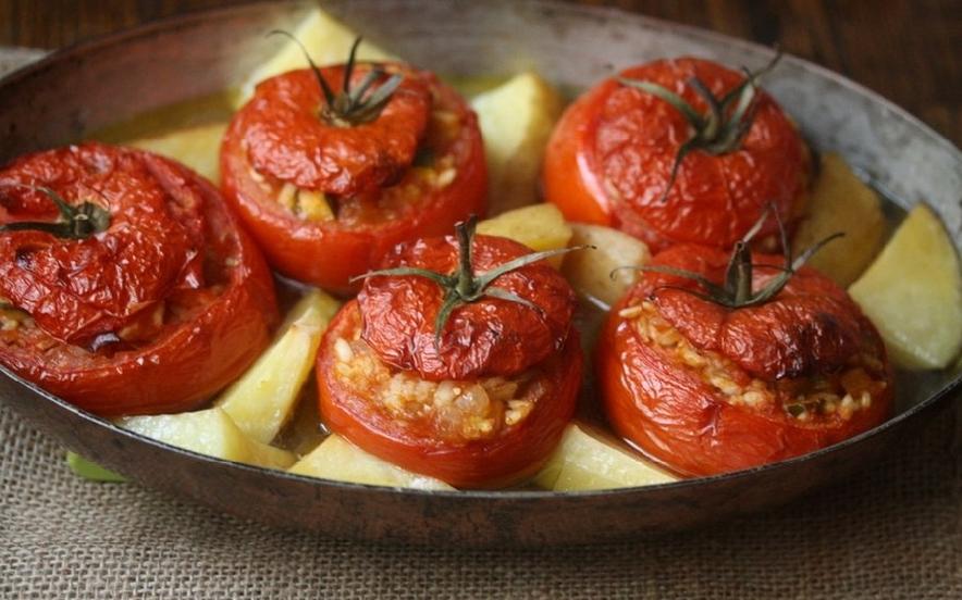 Pomodori ripieni di riso e zucchine