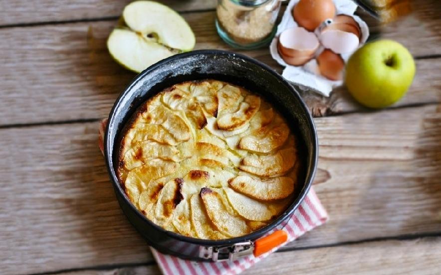 Torta di mele cremosa anche senza glutine