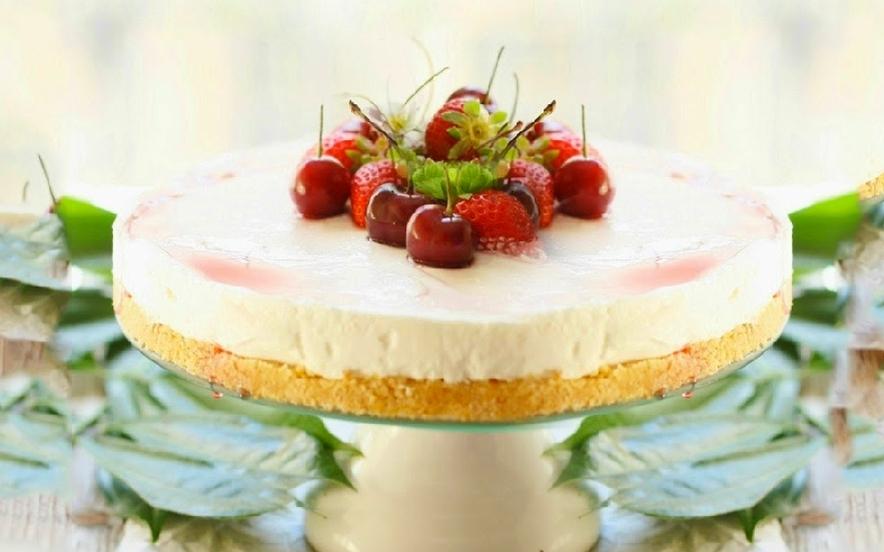 Torta allo yogurt e frutti rossi
