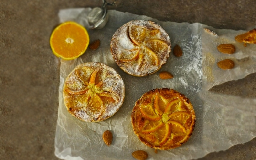 Crostatine all'arancia con crema frangipane