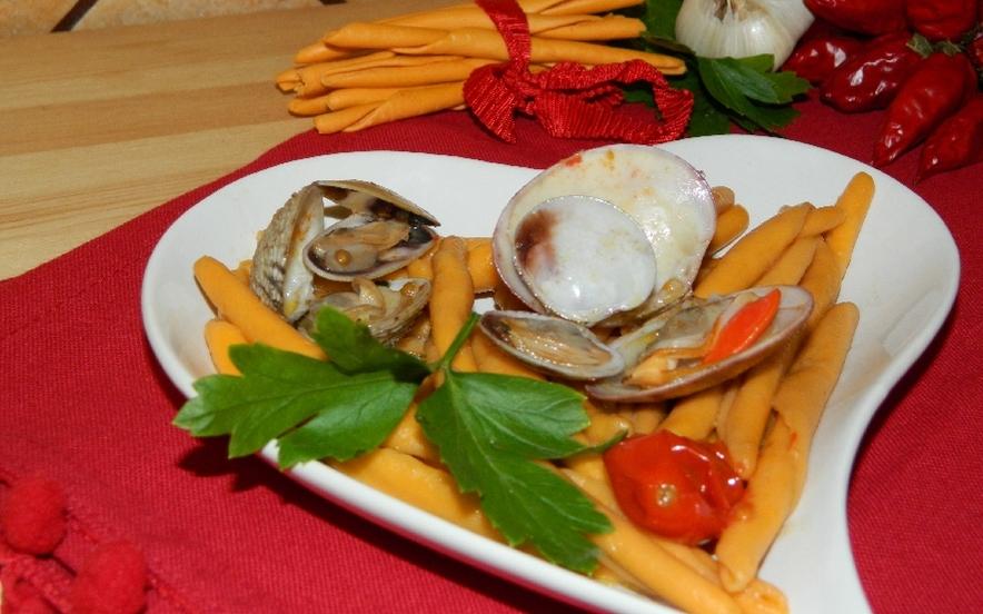 Pasta piccante con frutti di mare