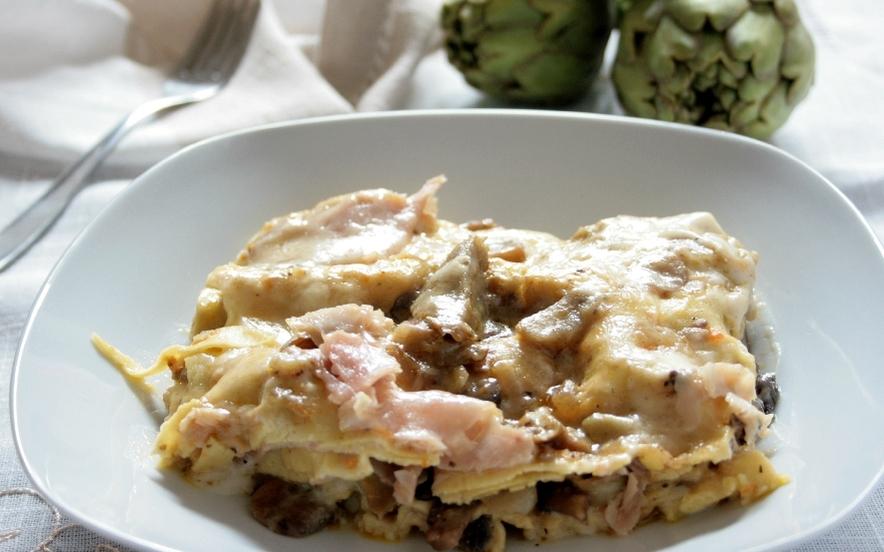 Lasagne con carciofi, funghi e prosciutto cotto
