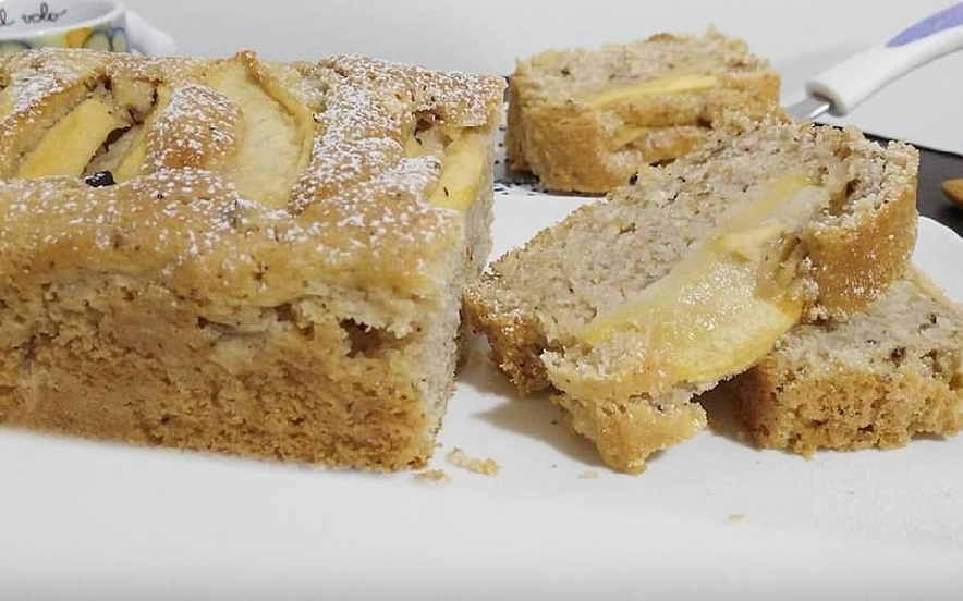 Plumcake con mele al latte di mandorla e nocciole
