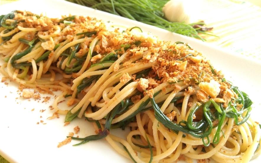 Spaghetti agretti e briciole