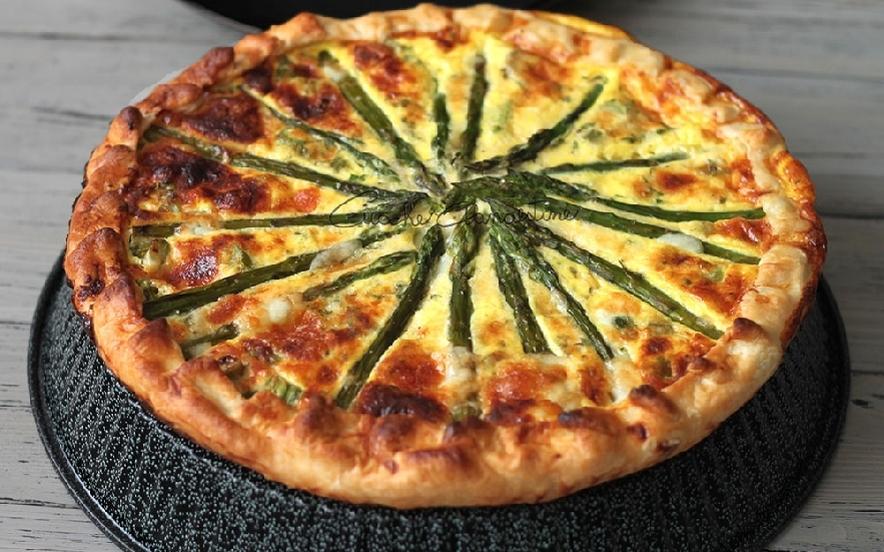 Torta salata con asparagi e pecorino