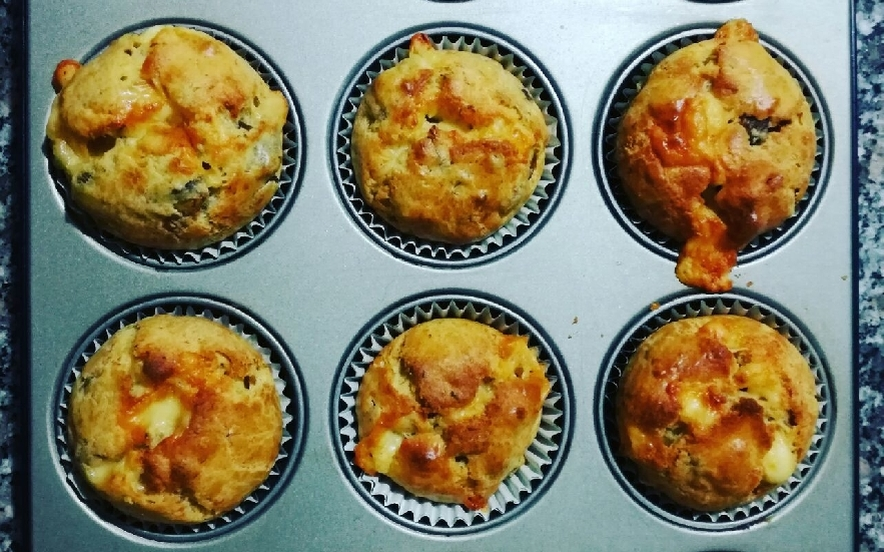 Muffins salati con brie e funghi