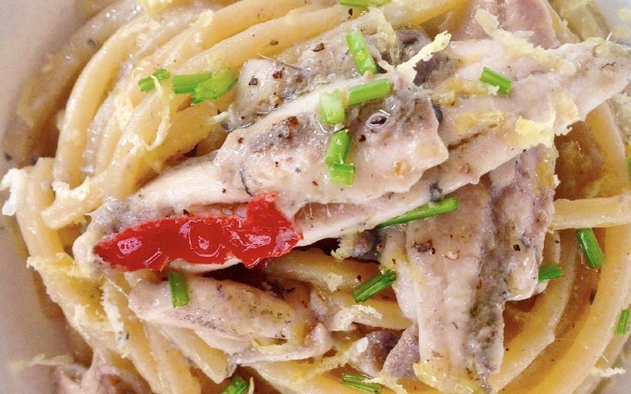 Spaghetti con alici fresche e colatura