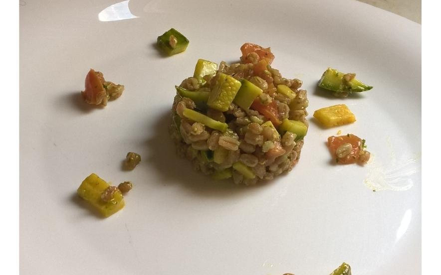 Insalata di farro pesto e zucchine